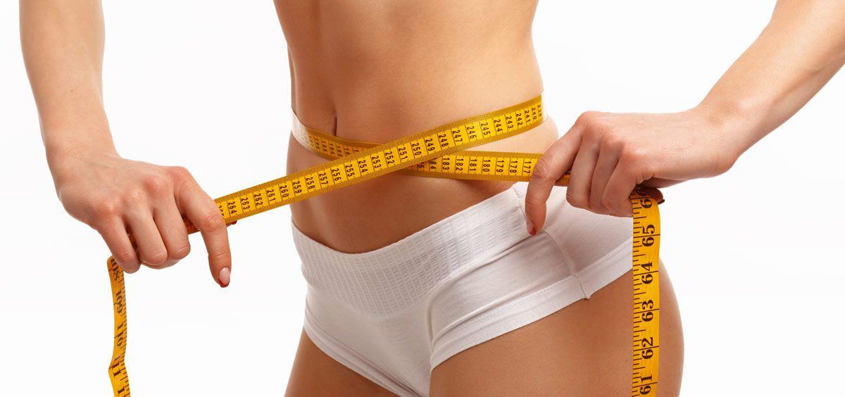Uno de los procedimientos más populares en cirugía plástica es la abdominoplastia (Foto de Freepik)