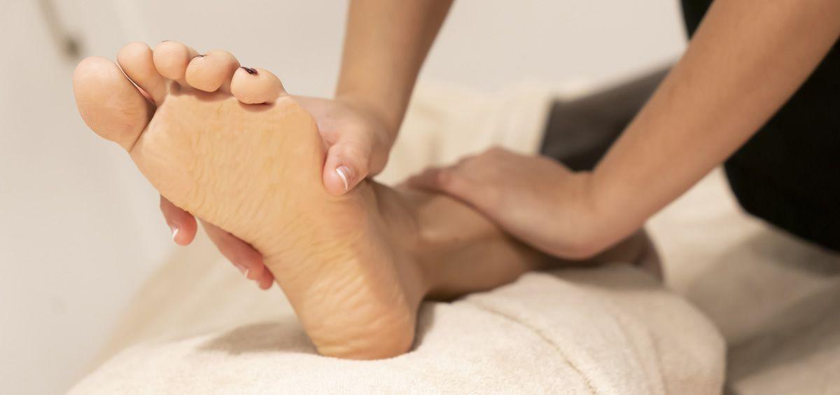 El cansancio, las horas en la misma posición, el sedentarismo y el estrés, hacen que nuestras piernas pidan ayuda y necesiten renovarse (Foto de Estetic)