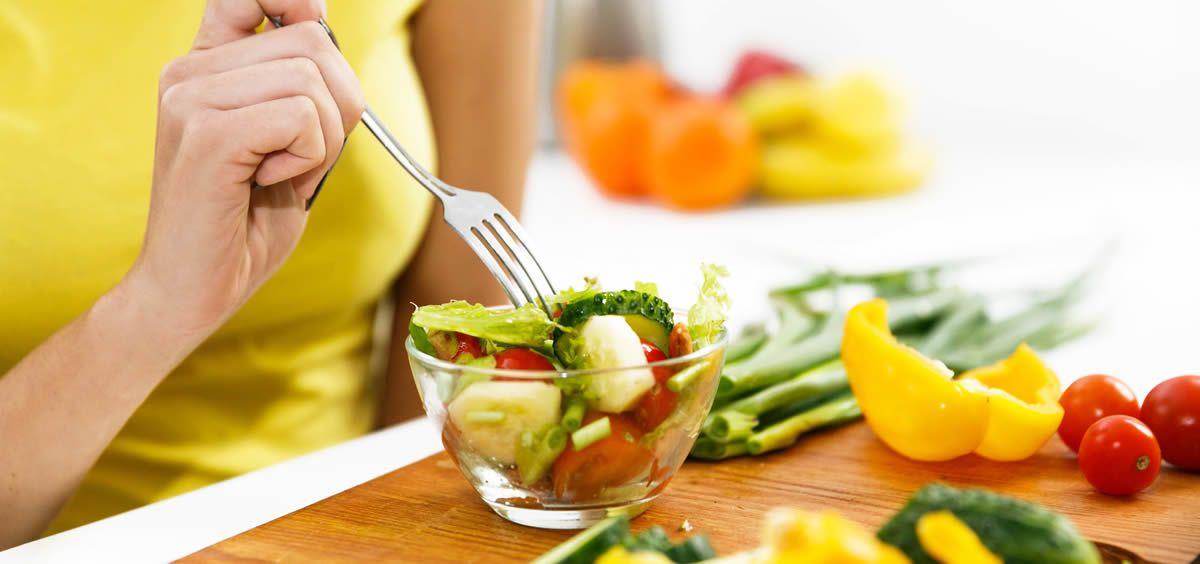 Un 98% de los españoles afirma que le gusta comer y cenar fuera de casa (Foto. Freepik)