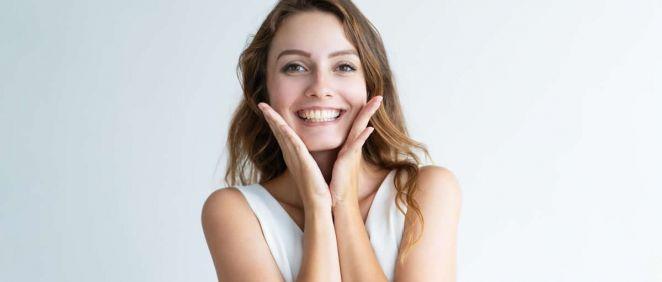 Mujer luciendo sonrisa (Foto. Freepik)