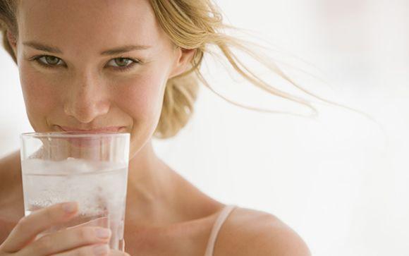 Adiós al mito de que beber agua fría adelgaza