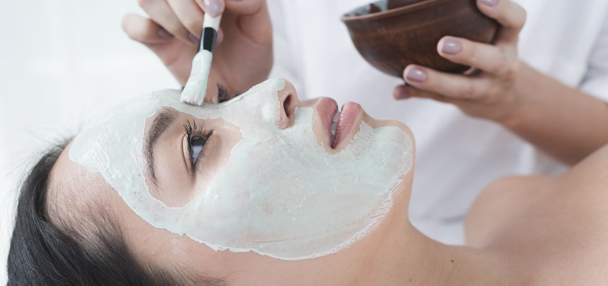El peeling permite descubrir las capas más profundas de la piel y dejarla más homogénea, fresca y luminosa (Foto. Freepik)
