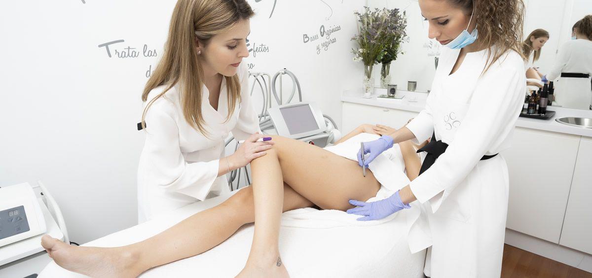 Aunque se puede retener líquidos en cualquier zona del cuerpo, afecta con mayor frecuencia en los pies y las piernas (Foto. Estetic)