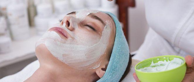 El peeling es el tratamiento estrella para cuidar la piel (Foto. Freepik)