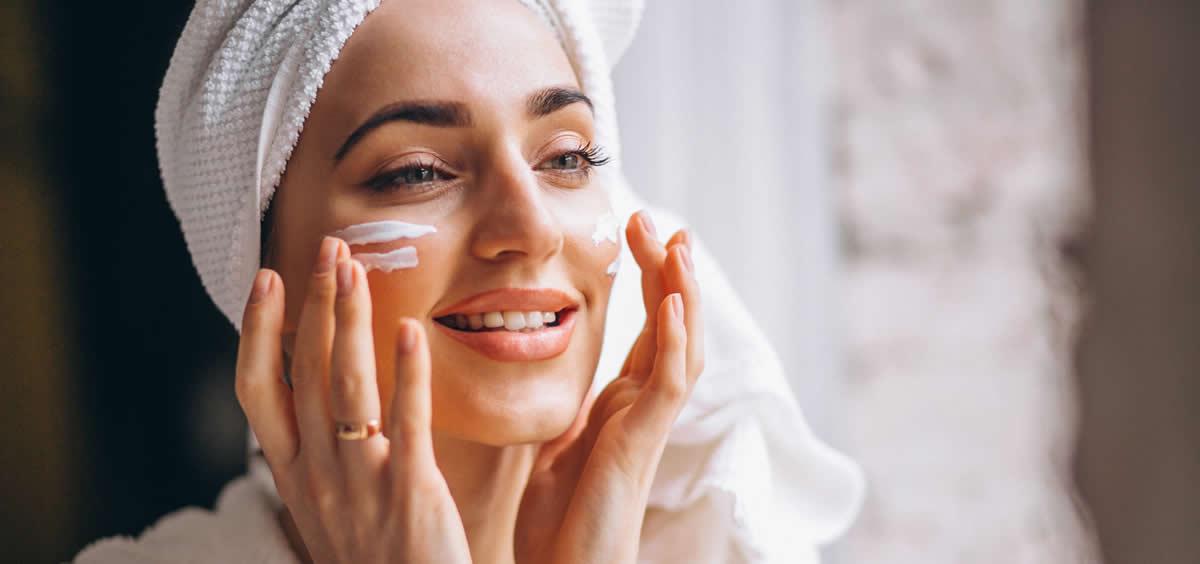 Hay que seguir unos consejos para conseguir una piel sana y radiante con muy poco esfuerzo (Foto. Freepik)
