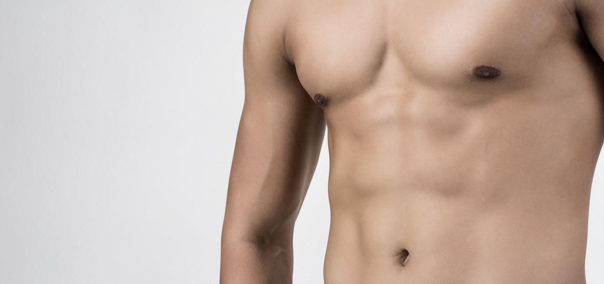 las cirugias de contorno corporal como la ginecomastia y la liposuccion son cada vez mas populares entre la poblacion masculina foto freepik - La reducción de mamas, la intervención estética corporal más demandada por los hombres -