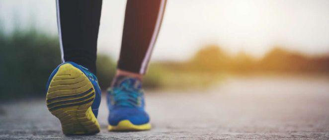 Una mala pisada puede ocasionar lesiones en pies, tobillos, rodillas, caderas o columna lumbar (Foto. Freepik)