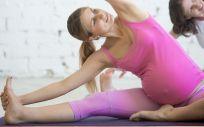 Practicar deporte en el embarazo ayuda a aliviar síntomas como los dolores de espalda o el estrés (Foto. Freepik)
