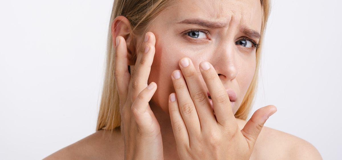 La contaminación ambiental penetra en nuestro organismo tanto por la respiración, como a través de las capas más superficiales de la piel (Foto. Freepik)