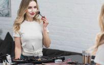 Hay algunas claves para aplicar bien el maquillaje (Foto. Freepik)