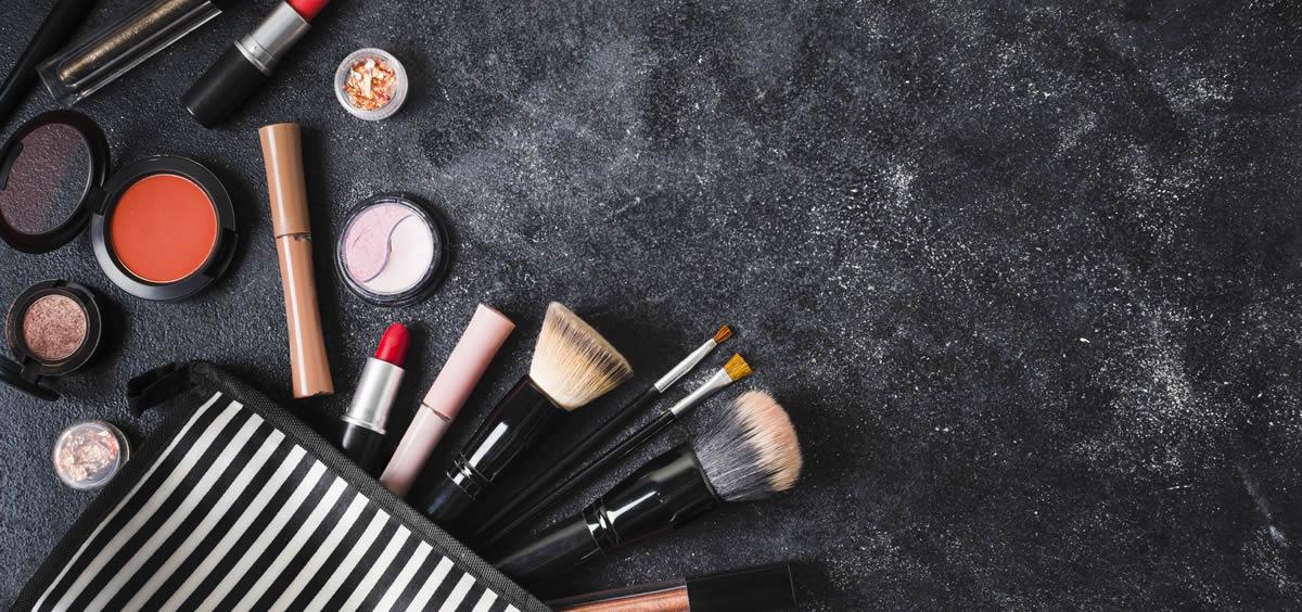 Herramientas para aplicar bien el maquillaje (Foto. Freepik)