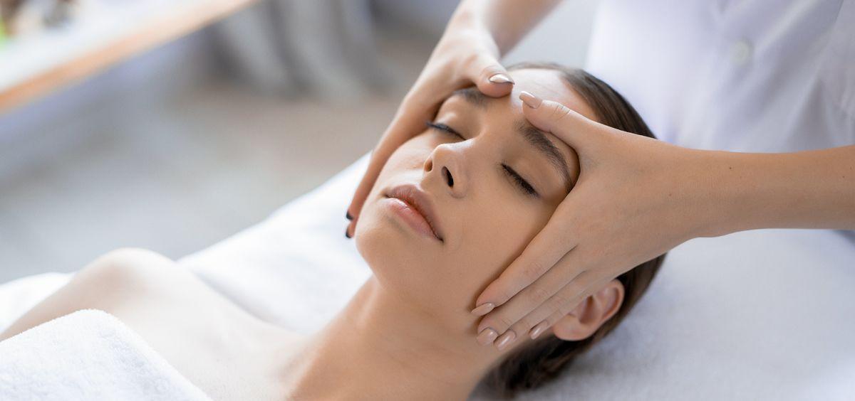 Es esencial aplicar una combinación de componentes naturales presentes en la piel (Foto. Freepik)