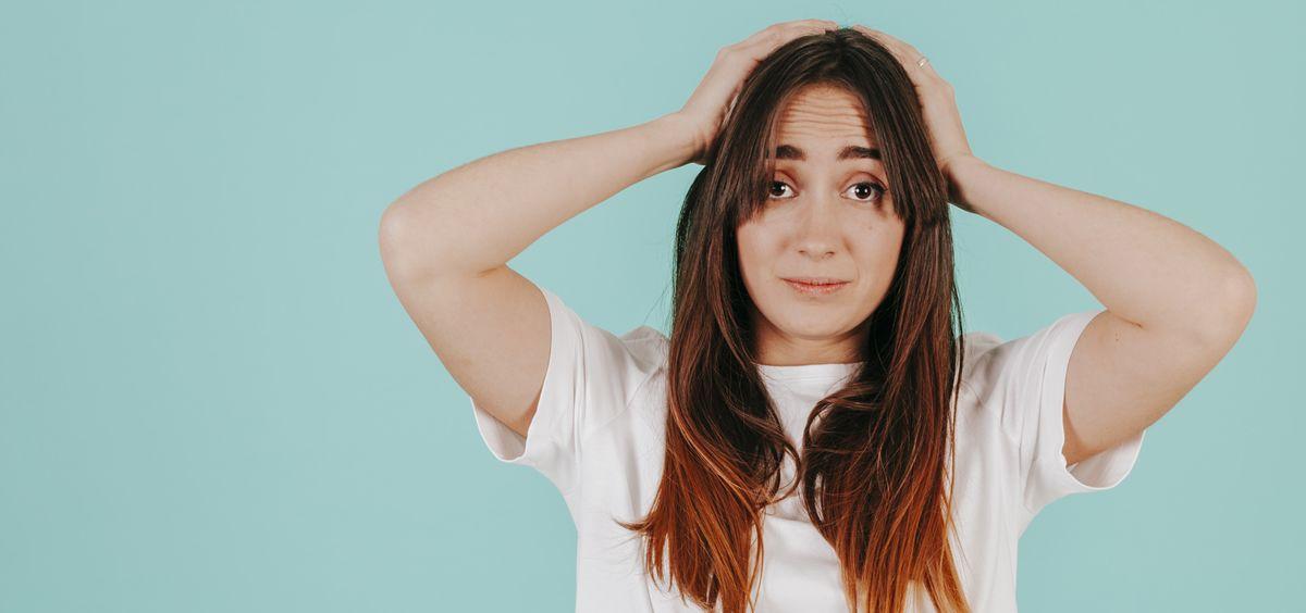 Uno de los problemas que más inquieta a las personas es la temida caída estacional del cabello (Foto. Freepik)