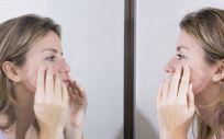 4 de cada 10 mujeres mayores de 25 años sufre este problema de acné (Foto. Freepik)