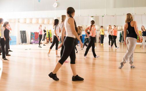 El zumba, una actividad que favorece la concentración y mejora la forma física