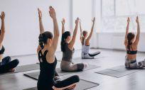 El yoga con calor es una modalidad del yoga (Foto. Freepik)