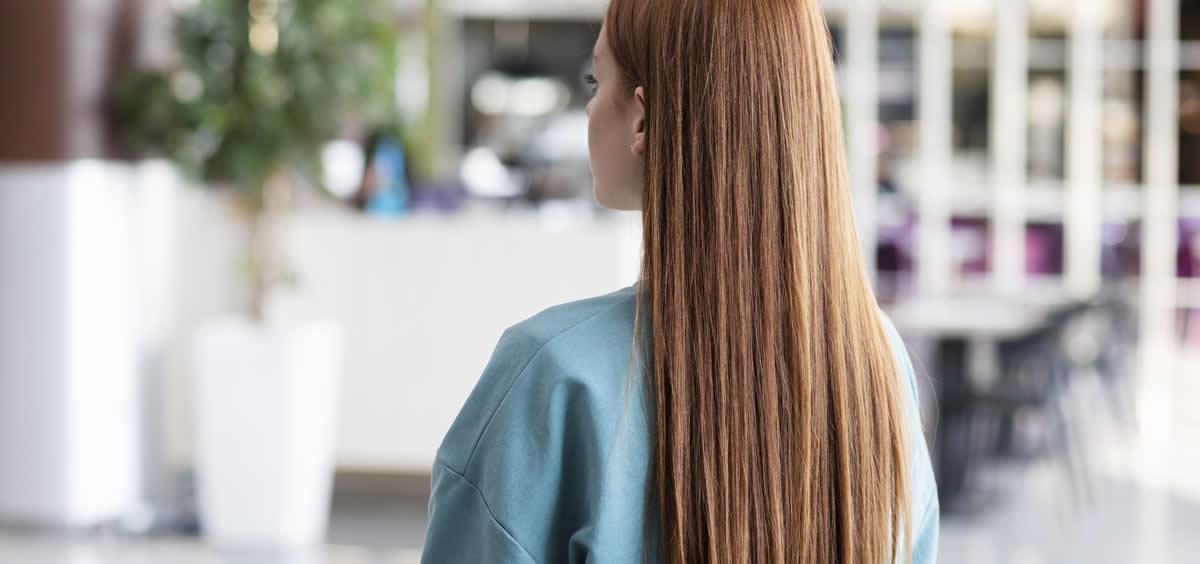 Hay veces que por más que cuidamos nuestro cabello, no vemos que luzca como deseamos (Foto. Freepik)