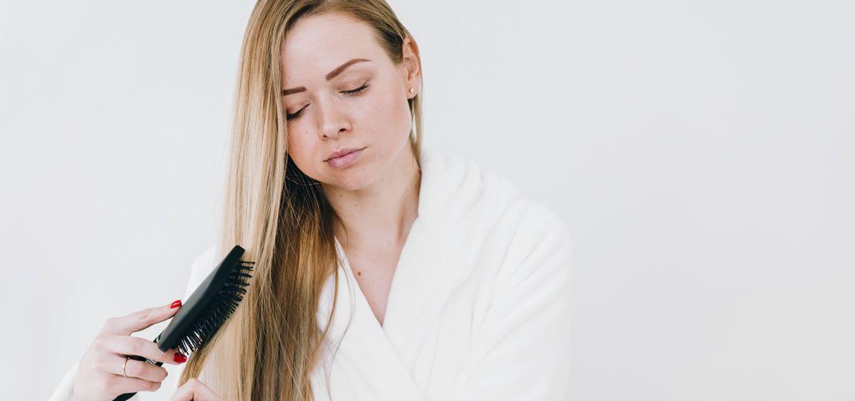 En invierno, el cabello suele verse perjudicado, ya que se reseca y se vuelve más propenso a la ruptura (Foto. Freepik)