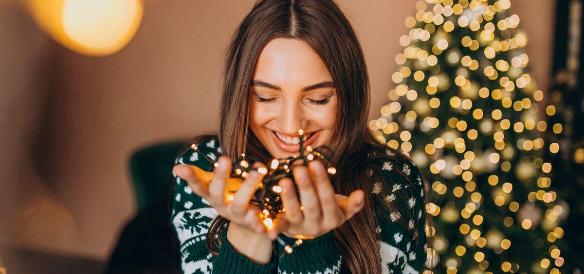 Cuando se acerca la Navidad, además de pensar en los regalos, solemos empezar a planear nuestros looks para sorprender en las fiestas navideñas (Foto. Freepik)
