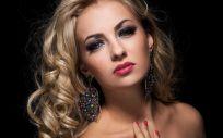 El maquillaje no se limita a la aplicación de una base ligera y a un toque de color en labios y pestañas (Foto. Freepik)