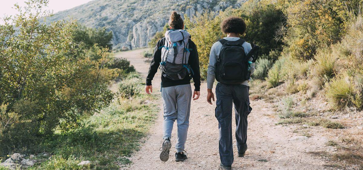 El senderismo es un deporte perfecto para estimular la circulación (Foto. Freepik)