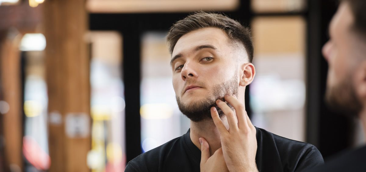 Llevar barba puede hacer que envejezas más rapido al no aplicar bien los productos (Foto. Freepik)