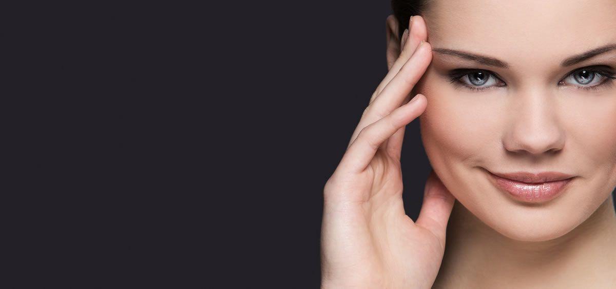 Lucir una piel joven, sana y bonita no siempre entiende de edades, pero sí de factores externos (Foto. Freepik)