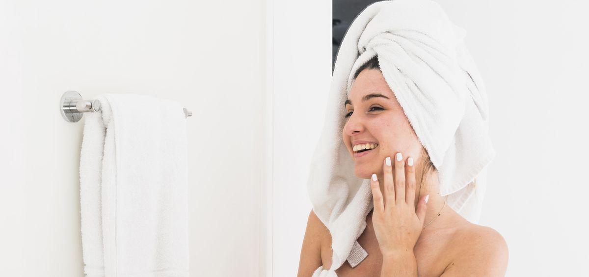 La limpieza facial debe seguir una serie de pasos obligarorios (Foto. Freepik)