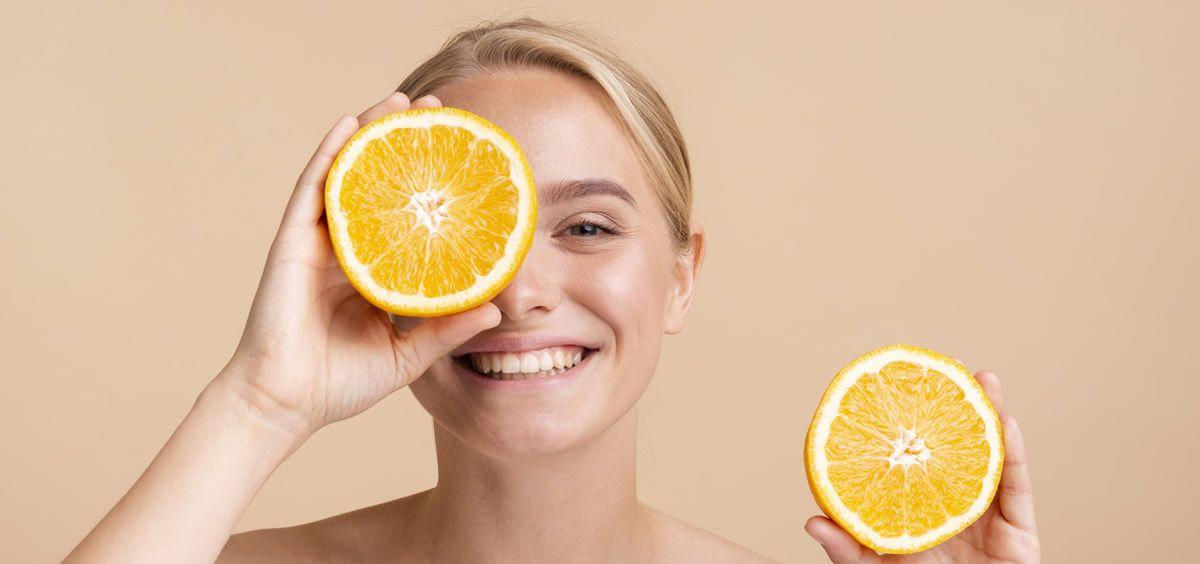 La vitamina C actúa en defensa contra los rayos UV (Foto. Freepik)