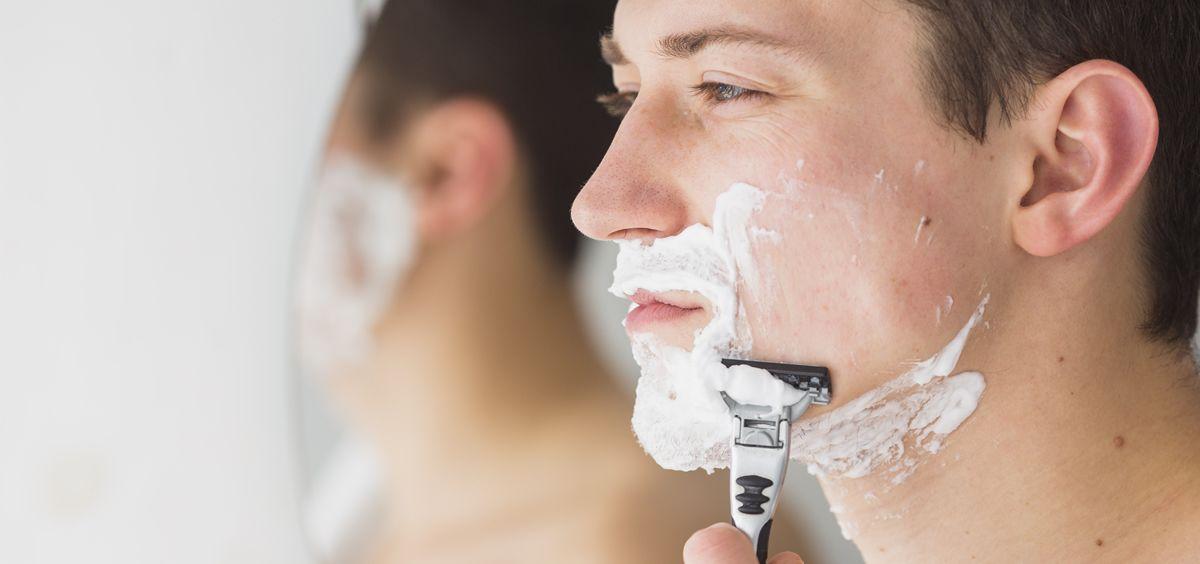 Son muchos los errores que cometes durante el afeitado (Foto. Freepik)