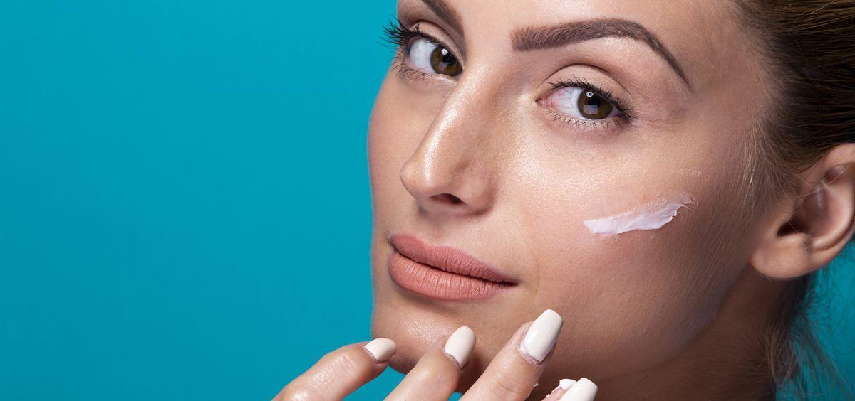 El retinol es uno de los mejores activos para frenar el envejecimiento de la piel (Foto. Freepik)
