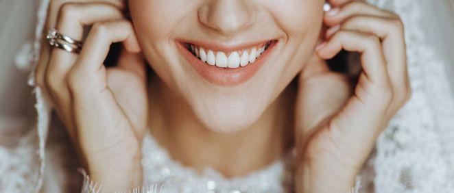 Descubre cómo lucir una sonrisa perfecta el día de tu boda (Foto. Freepik)