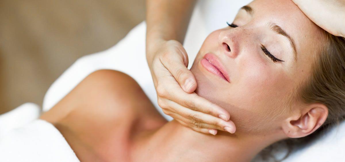 El masaje intrabucal también puede acabar con el bruxismo (Foto. Freepik)