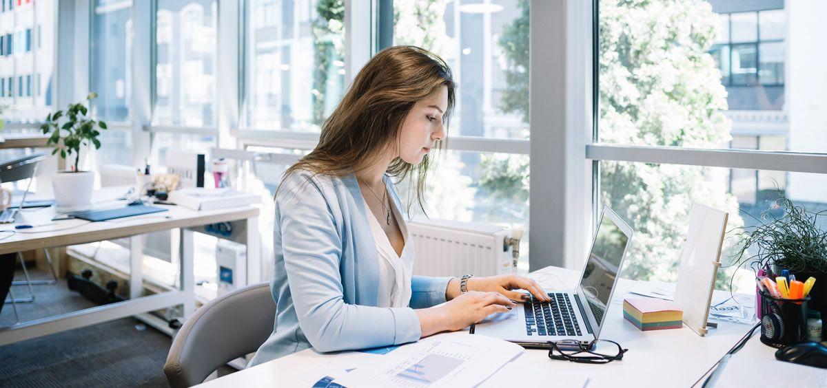 Mujer en la oficina (Foto. Freepik)