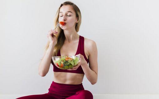 Dieta sana, actividad física y cuidado de la piel: claves para cuidarte en casa