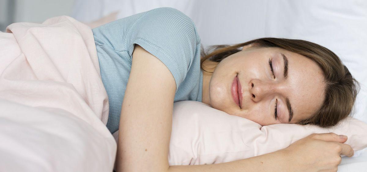 Es el momento perfecto para dormir ocho horas al día sin excusas (Foto. Freepik)