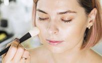 La importancia de limpiar los accesorios de maquillaje (Foto. Freepik)