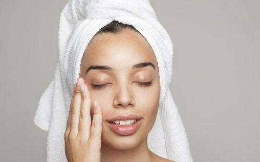 Tips para pieles mixtas, grasas y con tendencia al acné en verano