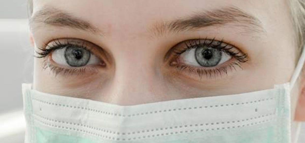 La piel del contorno de los ojos es la zona más frágil de todo el rostro