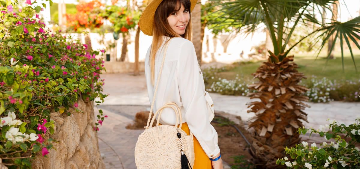 El bolso es un elementos impescindible para llevar productos beauty (Foto. Freepik)