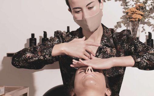 La técnica facial que elimina las células muertas de la piel y favorece su regeneración