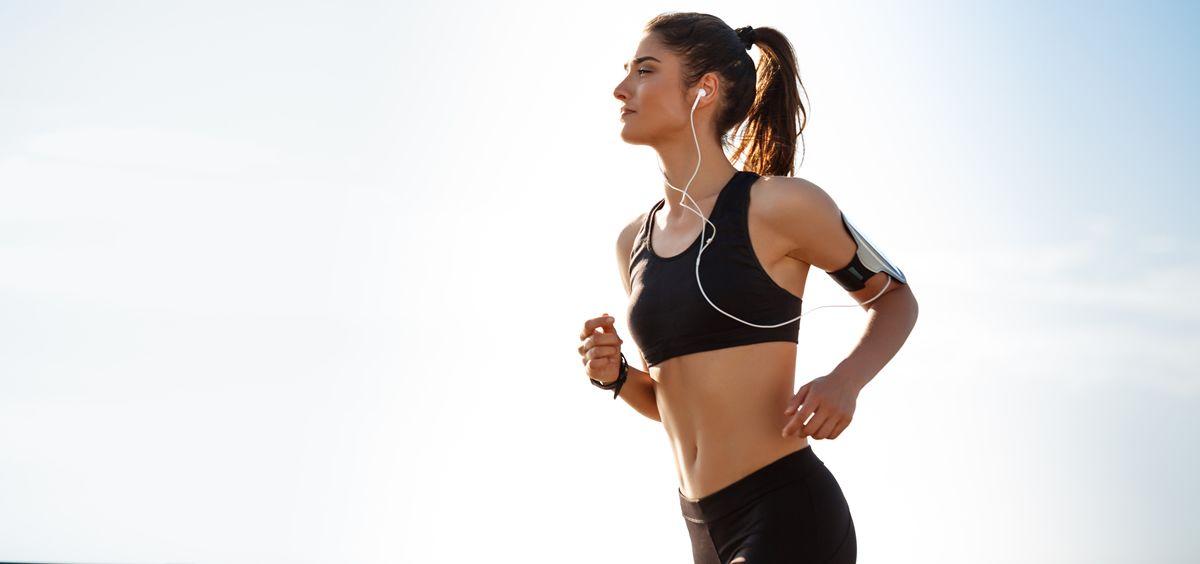 Mujer corriendo (Foto. Freepik)