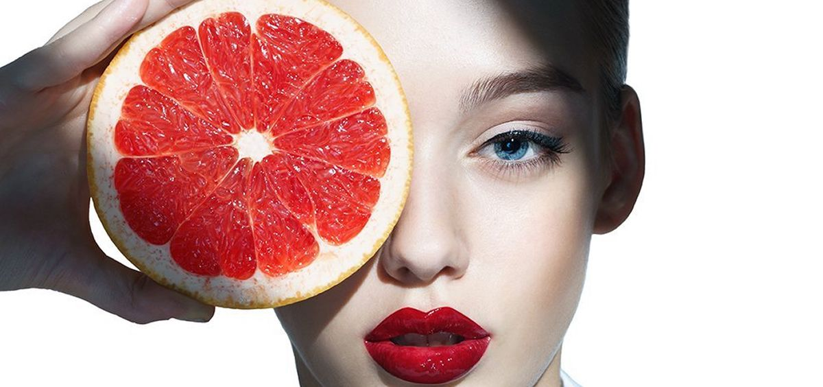 Mujer con un pomelo (Foto. Estetic)