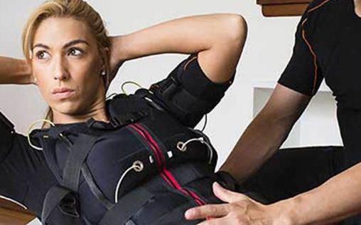 Electroestimulación muscular para trabajar y contraer los músculos