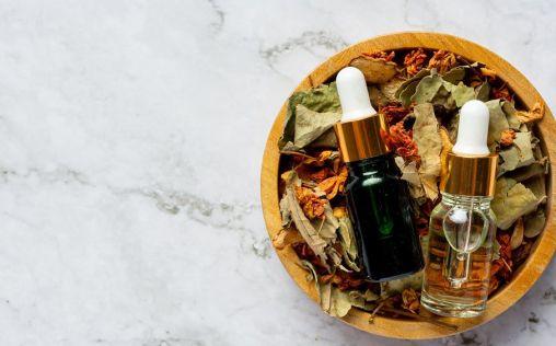El aceite corporal con nácares para una piel radiante y bronceada