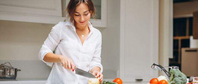 Mujer cocinando (Foto. Freepik)