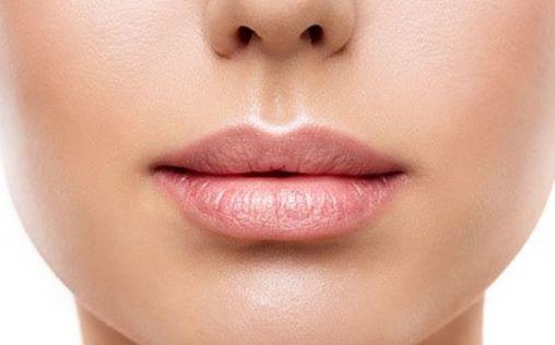 ¿Y si usas tu contorno de ojos en los labios?