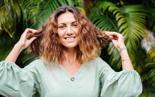 El tratamiento perfecto para resucitar el cabello y conseguir un brillo saludable