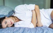 Mujer con dolor por la menstruación (Foto. Freepik)