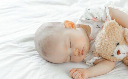 Tips para que tu bebé descanse por las noches (ahora que llega el calor)